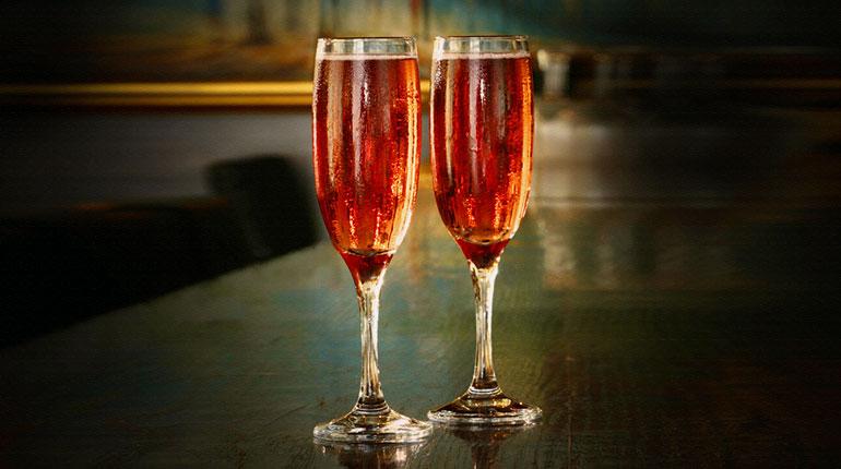 Şampanya Kokteyli: Kir Royale Kokteyl Tarifi
