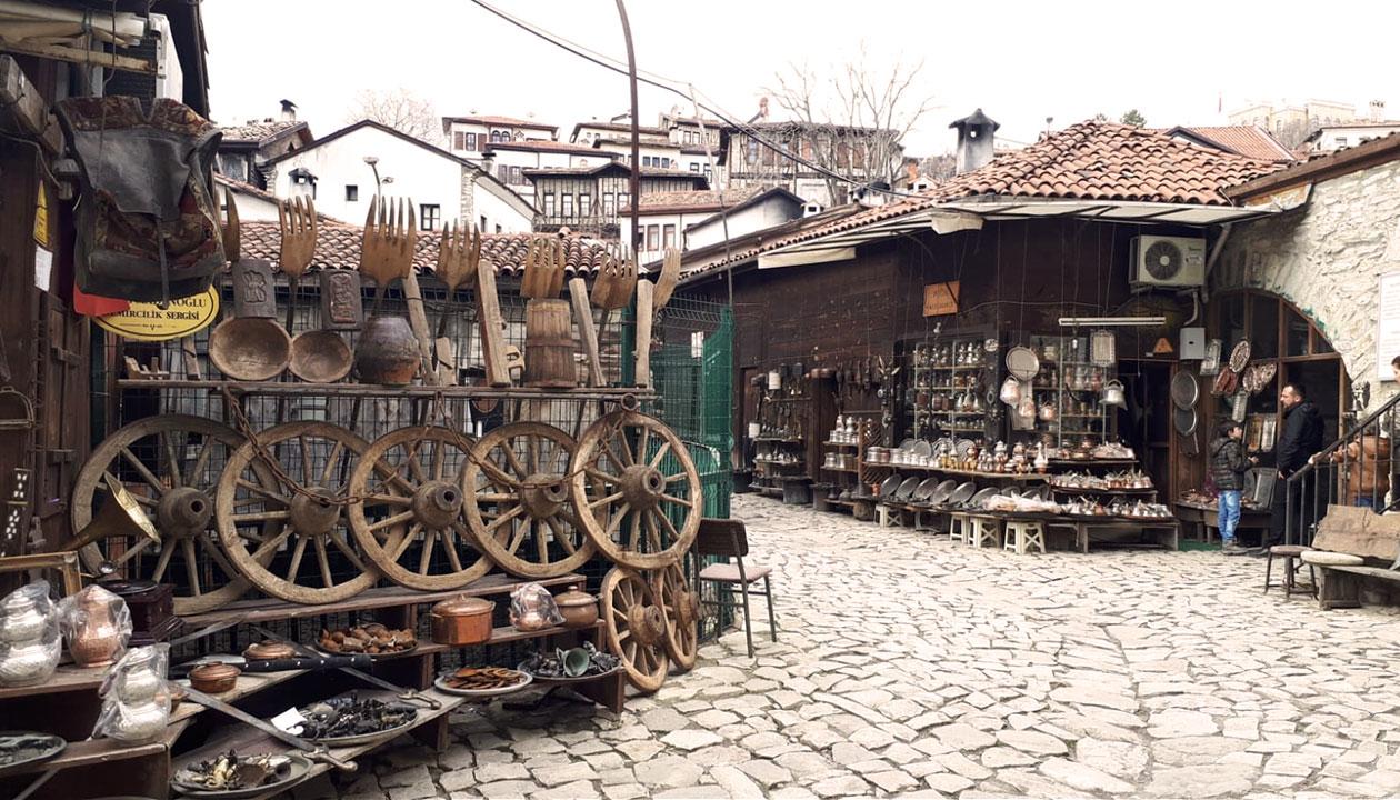Tarihi Demirciler Çarşısı